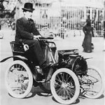 louis_renault_with_his_first_car