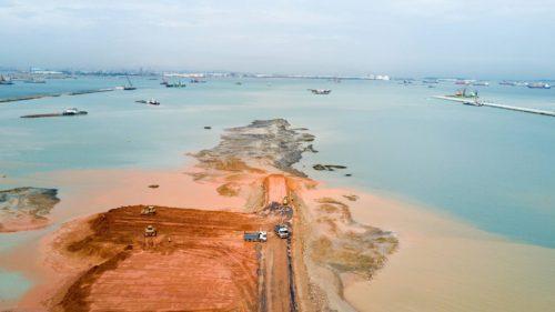 En Tuas, al oeste de Singapur, se ha ganado terreno al mar durante los últimos años para la construcción de un megapuerto. SIM CHI YIN